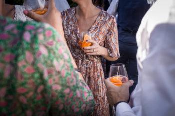 Spritz et tenues colorées au Vin d'Honneur